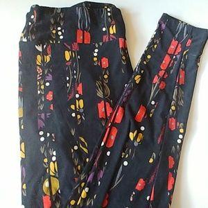 LulaRoe TC leggings Brand new. Black with flowers